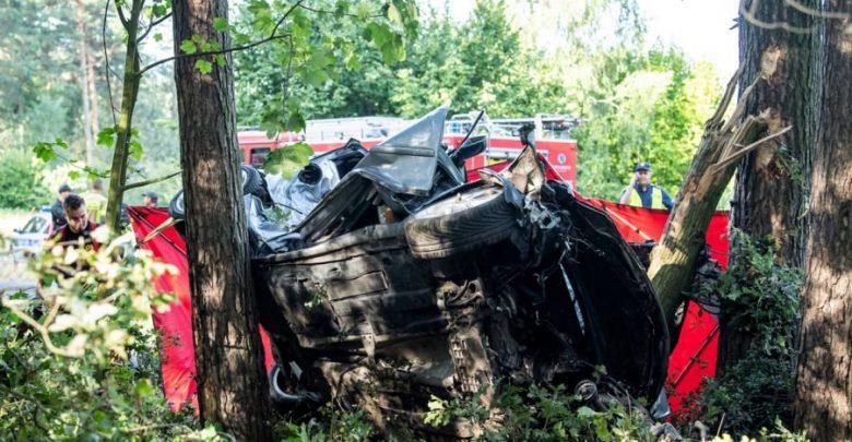 Cztery osoby zginęły w Miradzu koło Strzelna (Kujawsko-pomorskie), gdzie samochód osobowy uderzył w drzewo