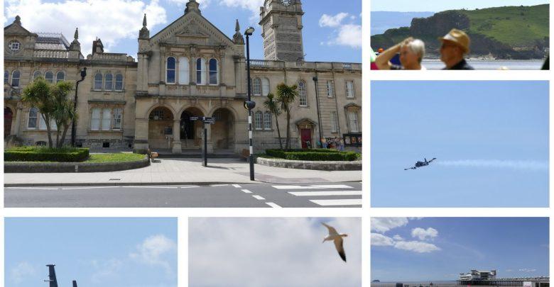 Podróże z Krisem: Witamy w Weston-Super-Mare! Czas na pokazy lotnicze, piaskowe rzeźby i najszybszy helikopter na świecie!