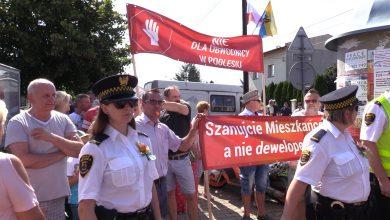 Katowice: Mieszkańcy Podlesia przyszli zaprotestować na dożynkach. Nie chcą drogi na swoich działkach!