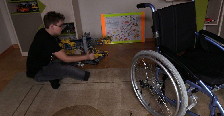 Po tragicznym wypadku stracił nogę. Teraz Mateusz uczy się życia na nowo [WIDEO]