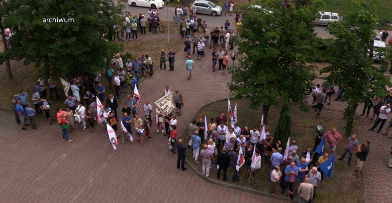 Gdzie są wypłaty? Zrozpaczeni pracownicy Huty Częstochowa czekają na pieniądze!