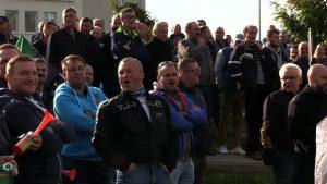 W Jastrzębiu-Zdroju, przed siedzibę JSW, przyszli czynni pracownicy i emeryci z kopalni Pniówek. Po kilku latach upominają się o to, co wypracowali