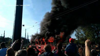 Płonący tramwaj w Katowicach. To WIDEO obiegło internet i nie wszystkim się podoba