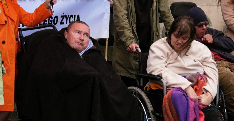 """Katowice: Rodzice """"doroślaków"""" znowu wyszli na ulice. Kolejny protest ws. dorosłych niepełnosprawnych [WIDEO]"""
