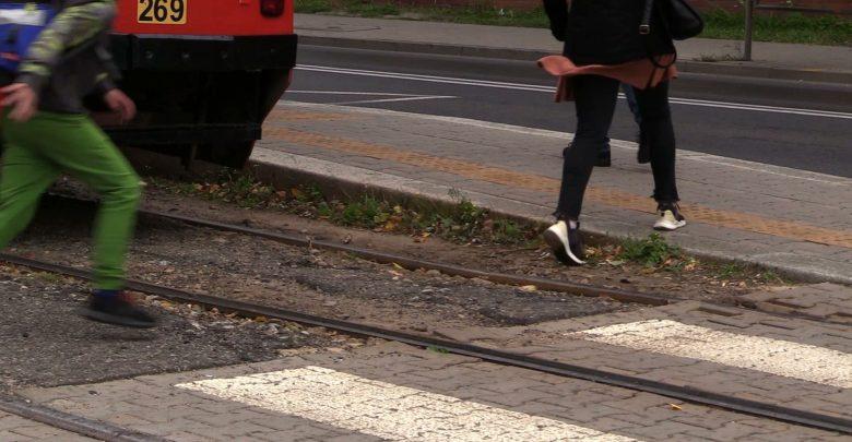 Śmierć na torach w Katowicach. Tragiczny wypadek, w którym w czwartek zginęła nastolatka, nadal pozostaje niewyjaśniony
