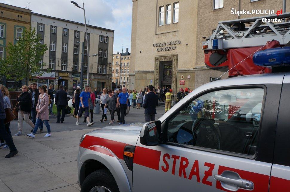 Chorzów: Pożar w urzędzie miasta! Policja ewakuowała pracowników i petentów (fot. KMP Chorzów)