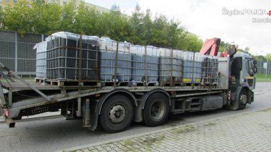 Katowice: wiózł nielegalne odpady. Część z nich wylewała się na drogę