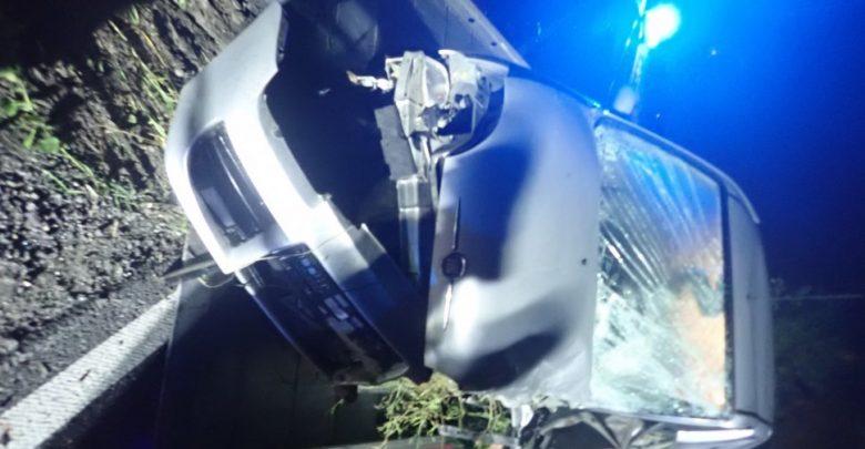 Śmiertelny wypadek w Studzionce na Śląsku. Nie żyje kierowca seicento (fot.KPP Pszczyna)