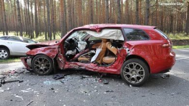 Tragiczny wypadek na drodze między Brusiekiem a Tworogiem p[od Tarnowskimi Górami. W zderzeniu 3 samochodów, zginęła 82-letnia kobieta (fot.KPP Tarnowskie Góry)