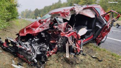 Śląskie: Tragiczny wypadek na DK78. Samochód osobowy zderzył się z ciężarówką. Nie żyje kierowca osobówki (fot.KPP Zawiercie)