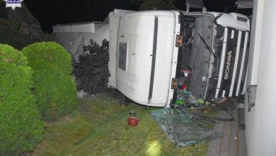 Uderzył ciężarówką w dom, później w kolejny [ZDJĘCIA] Kierowca scanii miał ponad 2,5 promila (fot.Policja Lubelska)