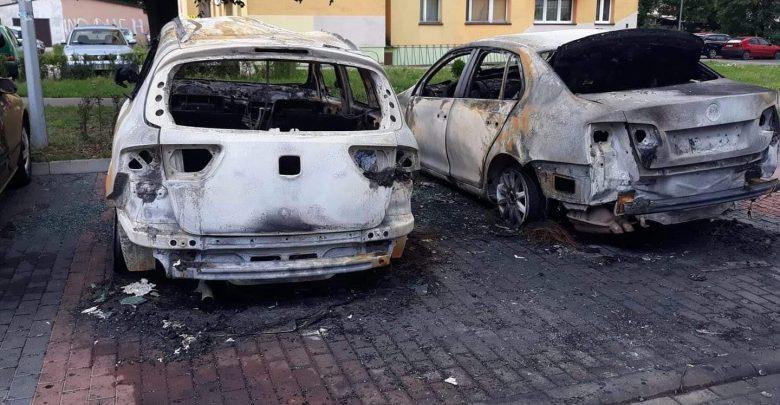 Zawiercie: Kto podpalił samochody na Wyszyńskiego? Za podpalacza wyznaczono nagrodę! (fot.www.112zawiercie.pl)