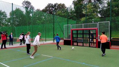 Interaktywne mini boisko do gry w piłkę nożną z bramkami reagującymi na ruch czy ścianka piłkarska wyznaczająca cel strzału i naliczająca punkty. To tylko niektóre z gadżetów naszpikowanego technologią boiska, które powstało w Chorzowie (fot.UM Chorzów)