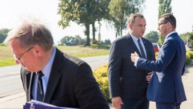 Nowe boisko i droga za 580 mln zł. Premier Mateusz Morawiecki przyjechał dzisiaj do Tychów i Pszczyny (fot.slaskie.pl)
