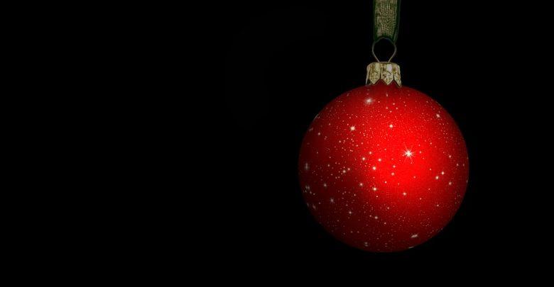 Śląskie: Narkotyki w świątecznej bombce zawieszonej na lusterku. Kierowca audi zatrzymany (fot.poglądowe/www.pixabay.com)