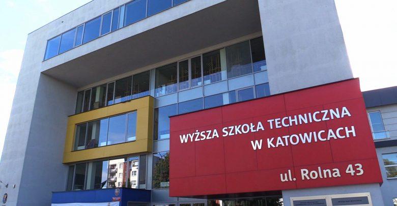 Medycyna i pielęgniarstwo biją rekordy! Wyższa Szkoła Techniczna w Katowicach rozpoczęła nowy rok akademicki!