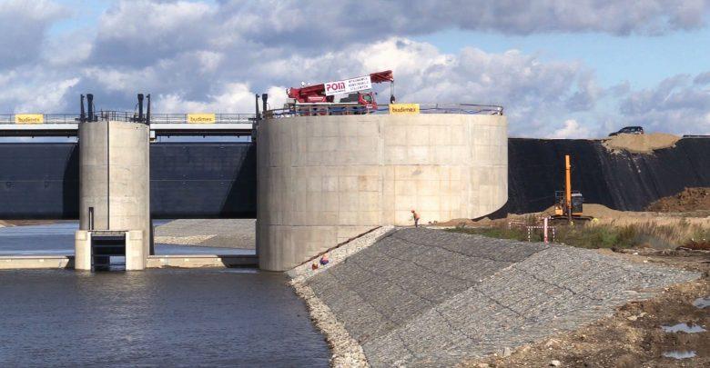 Bieg rzeki Odry zmieniony! Przepięcie rzeki ma związek z budową zbiornika Racibórz Dolny i oznacza, że prace są już zaawansowane w około 85 %