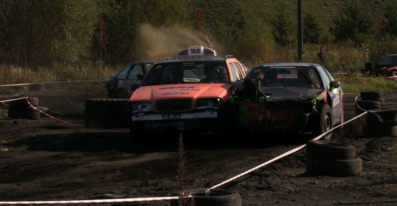 Rozwalić auto w szczytnym celu? To możliwe tylko na Wrak Race Silesia!