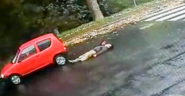 Czerwone seicento znowu groźne. Potrąciło 35-latka. Ten padł niczym rażony prądem [WIDEO] (fot.Policja Lubuska)