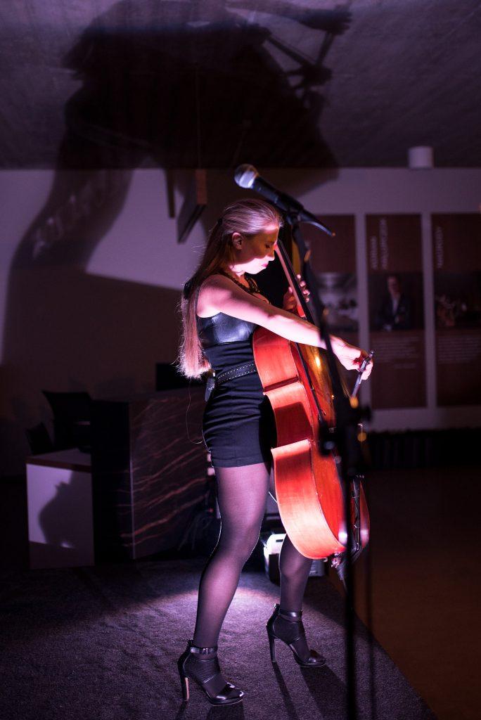 Marta Sitek - wiolonczelistka , członkini zespołu Need For Strings (fot. Karolina Palarska)