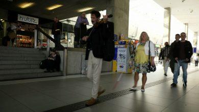 Katowice: Niewidomi zorganizowali na dworcu flashmoba. Chcieli zwrócić na coś uwagę