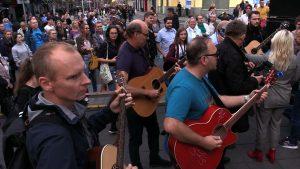 Fani do Erica Claptona: Przyleć na koncert do Katowic! Milicji tym razem nie będzie!