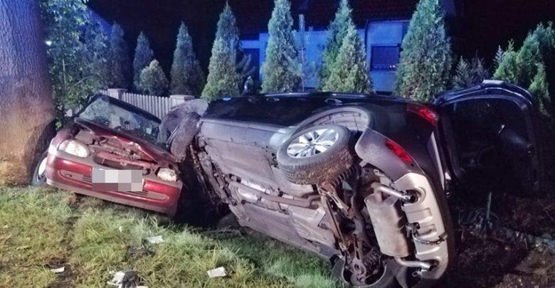 W Tychach na Oświęcimskiej doszło do zderzenia Opla i Forda. W wypadku dwóch samochodów ranne zostały 4 osoby (fot.www.112tychy.pl)