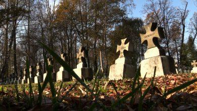 Wszystkich Świętych: Nie na wszystkich cmentarzach są tłumy odwiedzających...