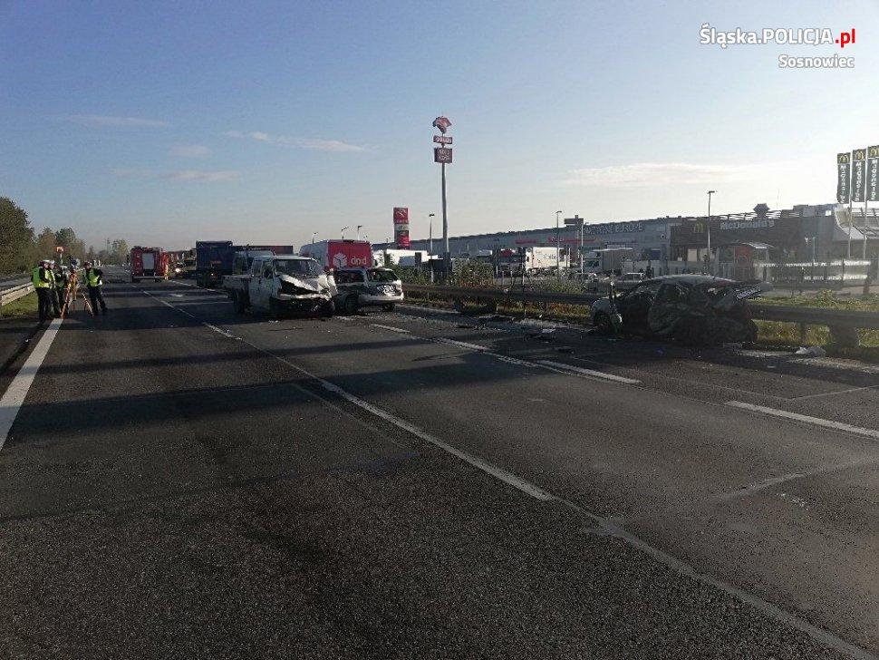 Karambol na trasie S1 w Sosnowcu, jaki miał miejsce dzisiaj rano sparaliżował kompletnie ruch na tej trasie! Do szpitala trafiły 4 ranne osoby.