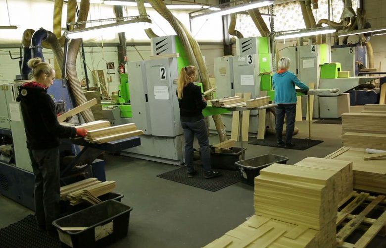 FABRYKI W POLSCE: Jak powstaje wysokiej klasy drewniana podłoga?