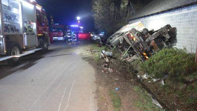 Zderzenie osobowego BMW z ciężarówką. Cztery osoby nie żyją [ZDJĘCIA] (fot.KWP Kraków)