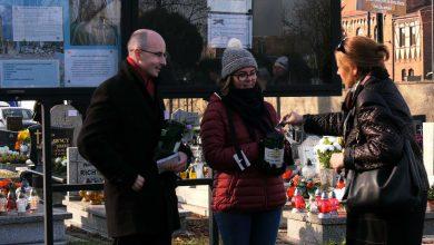 Na zabytki, na hospicja, dla potrzebujących. Kwesty we Wszystkich Świętych na śląskich cmentarzach