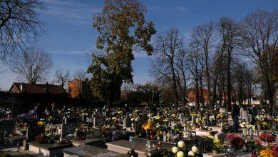 Kościół apeluje, by masowo nie odwiedzać grobów we Wszystkich Świętych