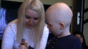 -To jest to najgorsze studium, ale walczymy - od 8 lipca jesteśmy cały czas pod cyklem chemioterapii – tak że staramy się bardzo walczyć - mówi Aleksandra Michalak, mama Kubusia