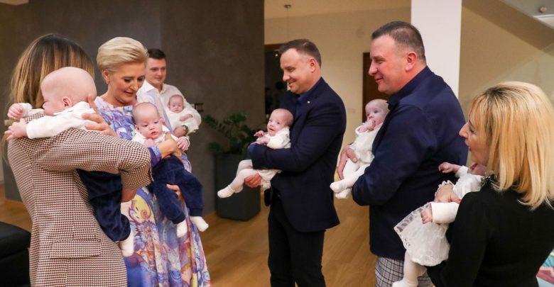 Światowy Dzień Wcześniaka. Para Prezydencka u sześcioraczków (fot.prezydent.pl)