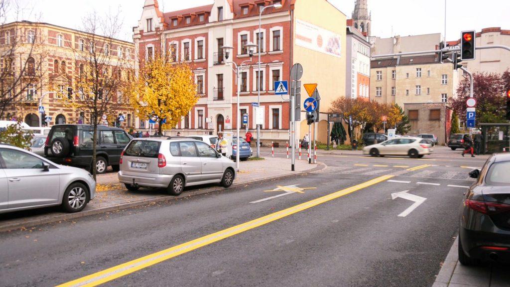 Nowością jest także dwukierunkowa ul. Tylna Mariacka. Obie ulice przejdą metamorfozę. Na razie stały się po prostu parkingami