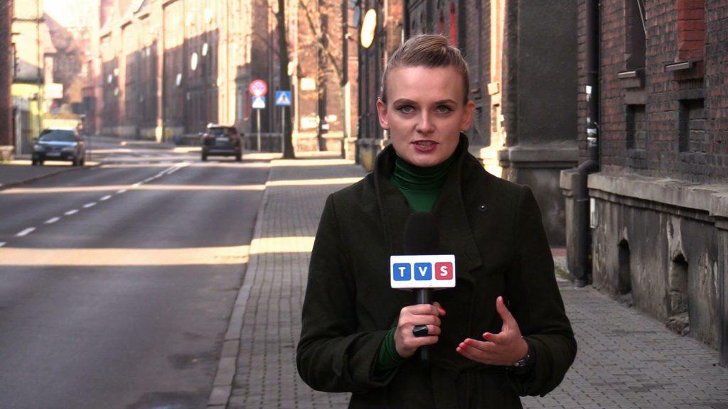 57-letniej matki dziewczynki nie udało się uratować. Śledztwo w tej sprawie pod nadzorem prokuratury prowadzi świętochłowicka policja. Strażacy natomiast przypominają o tym, że warto zaopatrzyć się w czujnik tlenku węgla - relacjonuje reporterka Silesia Flesz, Sandra Hajduk