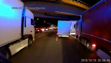 Co za DZBANY!!! Kierowcy na A1 mają gdzieś KORYTARZ ŻYCIA! Wstrząsające WIDEO od strażaków