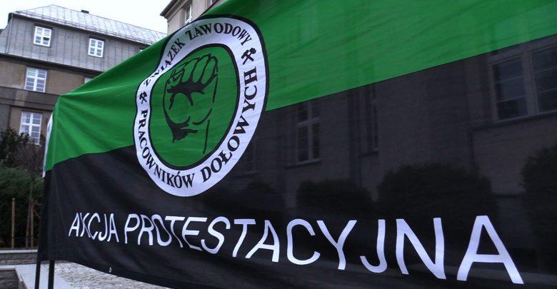 Przedstawiciele dziewięciu central związkowych z Polskiej Grupy Górniczej wciąż okupują siedzibę spółki. Związkowcy czekają na wznowienie rozmów dotyczących podwyżki płac
