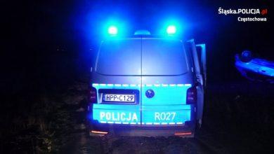 Śląskie: Po narkotykach i łamiąc wszelkie możliwe przepisy! Kierowca nawet w samochodzie którym dachował miał narkotyki!