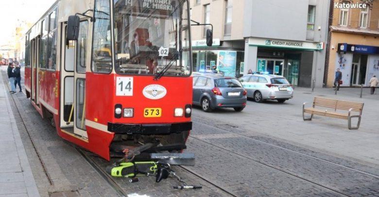 Katowice: Mężczyzna na hulajnodze zderzyłsię z tramwajem. Policja szuka świadków wypadku (fot.KMP Katowice)
