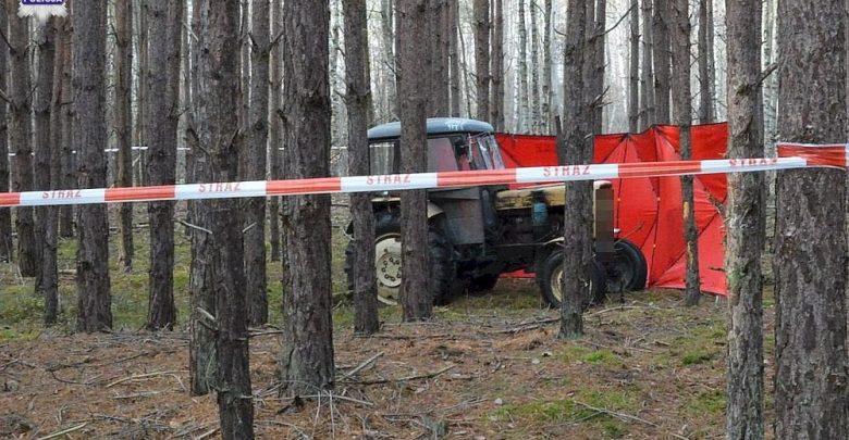 Nieszczęśliwy wypadek w lesie. Mężczyzna przygnieciony przez ciągnik zmarł na miejscu (fot.Policja Lubelska)