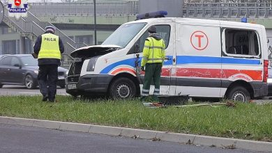 Wjechał karetką w autobus. Nie miał prawa jazdy. Matka z dzieckiem trafili do szpitala (fot.Policja Lubelska)