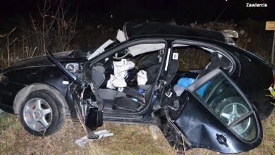 Koszmarny wypadek w Zawierciu wstrząsnął wszystkimi. W zmiażdżonym Seacie zginęło trzech 19-latków (fot.policja)