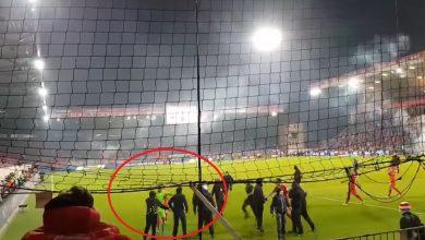 Polski bramkarz to totalny kozak! Rafał Gikiewicz sam zatrzymał kiboli, którzy wbiegli na boisko! (fot.yputube.com)