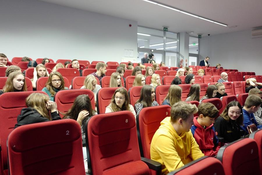 Tylko fakty, zero mitów! Konferencja o SIECI 5G w Wyższej Szkole Technicznej w Katowicach
