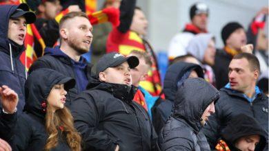 Poważny wypadek podczas meczu Piast Gliwice-Jagiellonia Białystok! Kibic spadł z trybuny