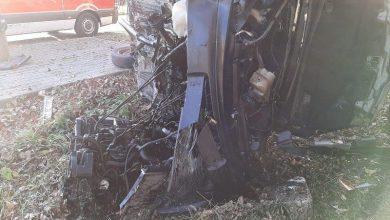 Ale masakra. Kierowca citroena uderzył w przystanek, drzewo i inny samochód. Zginął na miejscu (fot.Policja Dolnośląska)
