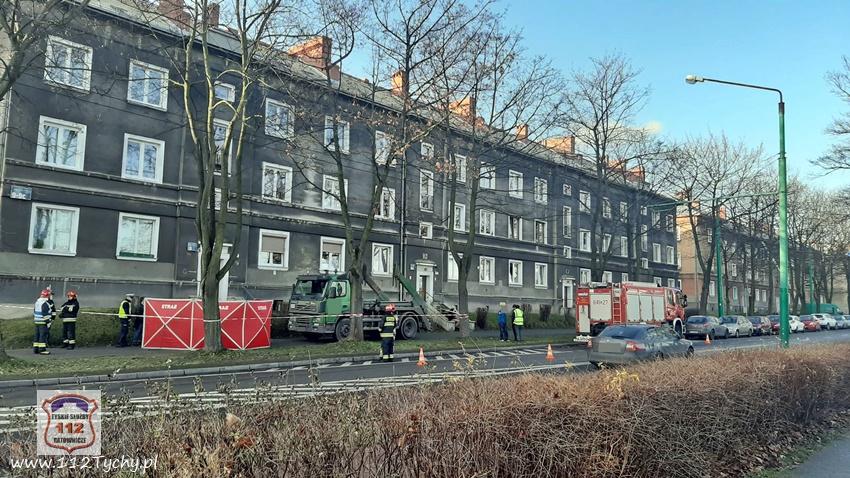 Śmiertelne w skutkach potrącenie w Tychach! Tragiczny wypadek miał miejsce przy ulicy Andersa w piątek, 20 grudnia (fot.www.112tychy.pl)