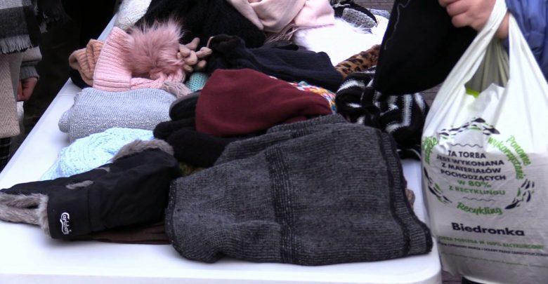 Zbiórka czapek, szalików i rękawiczek odbyła się w Katowicach. Trafią do bezdomnych i potrzebujących